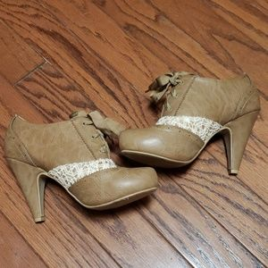 Hot Tomato brown booties with lace design Size 9